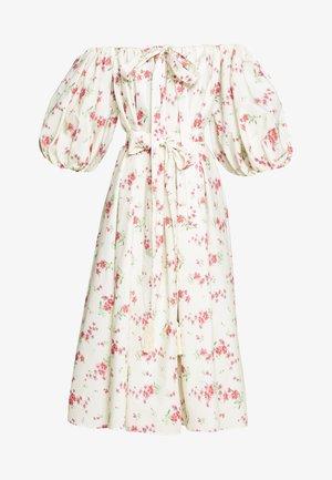 DRESSES - Denní šaty - panna/fuxia