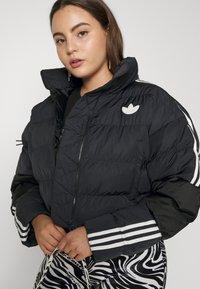 adidas Originals - SHORT PUFFER - Veste d'hiver - black - 0