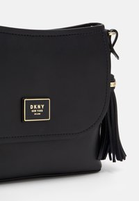 DKNY - FLAP SHOULDER BAG - Skuldertasker - black/gold - 4