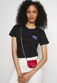KARL LAGERFELD - MINI IKONIK BALLOON TEE - T-Shirt print - black - 3