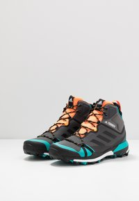 adidas Performance - TERREX SKYCHASER MID GTX - Walking boots - grey four/core black/hi-res aqua - 2