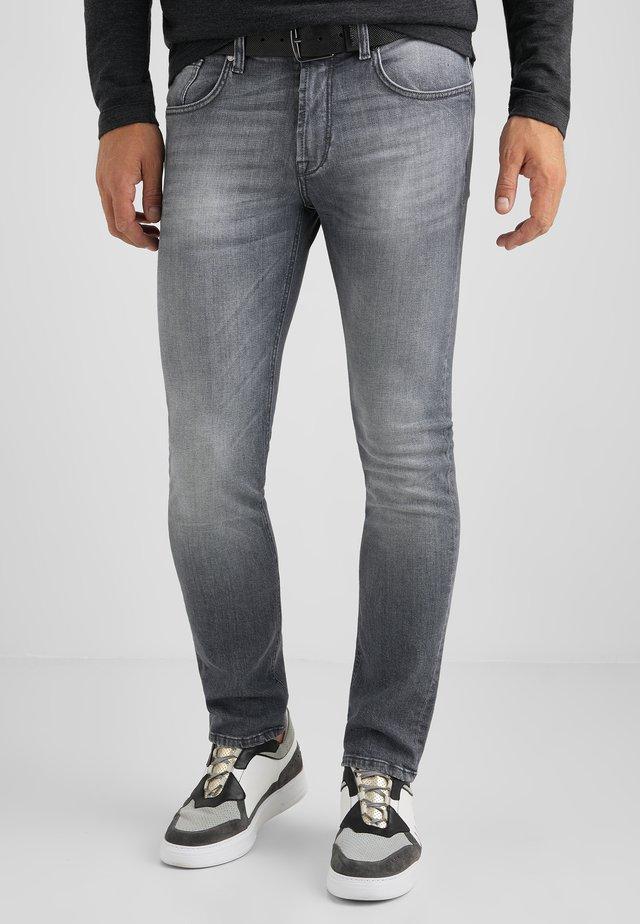 TRIBUTE TO NATURE JOHN  - Slim fit jeans - grau used