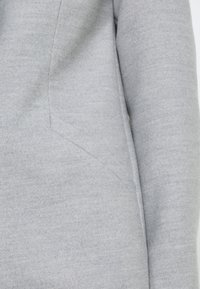 Vero Moda Petite - VMCALACINDY JACKET - Klasický kabát - light grey melange - 4