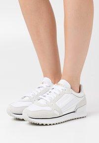 Puma - MILE RIDER CHROME DESERT  - Sneakers laag - white - 0