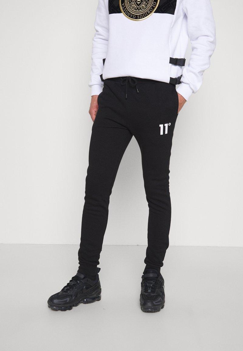 11 DEGREES - CORE SKINNY FIT - Teplákové kalhoty - black