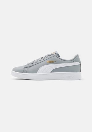 SMASH UNISEX - Trainers - quarry/white/team gold