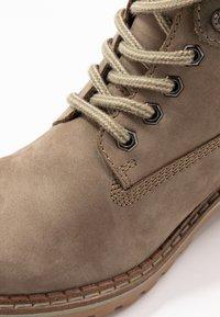 Pier One - Šněrovací kotníkové boty - khaki - 2