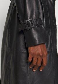 Oakwood - JOURNAL - Trenchcoat - black - 5