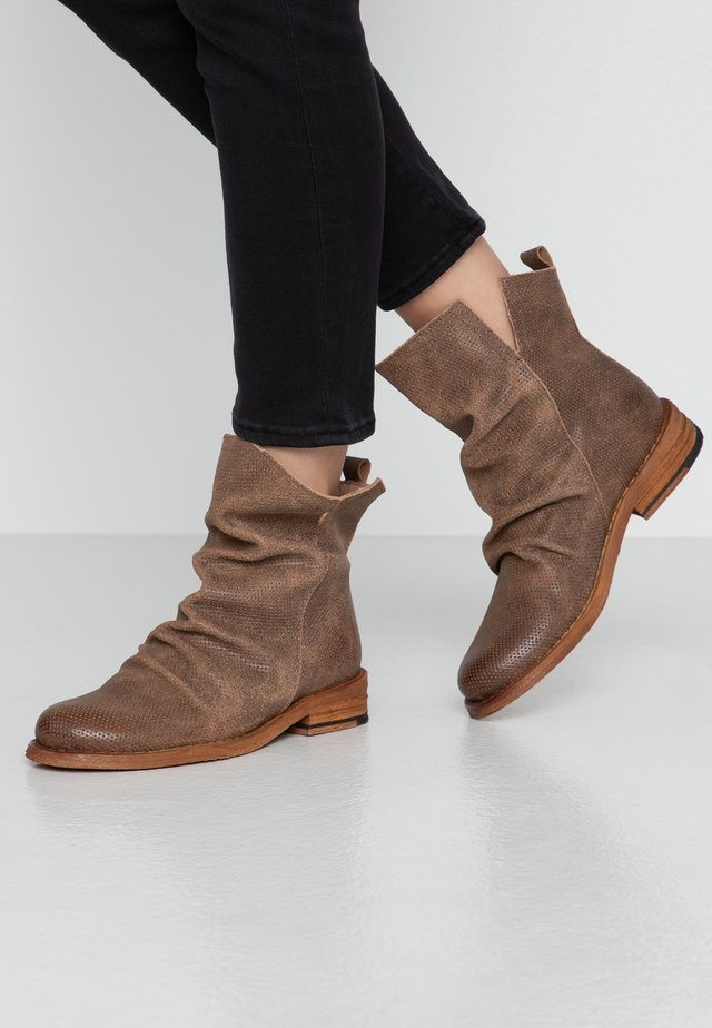 GREDO - Classic ankle boots - camel