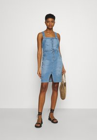 ONLY - ONLAIA LIFE SPENCER DRESS - Denim dress - light blue denim - 1
