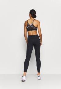 Nike Performance - SPEED 7/8 MATTE - Leggings - black/gunsmoke - 2