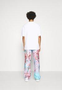 9N1M SENSE - SPECIAL PIECES PANTS UNISEX - Kangashousut - blue/pink - 2