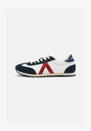 RUNNING  - Sneakers - blanco