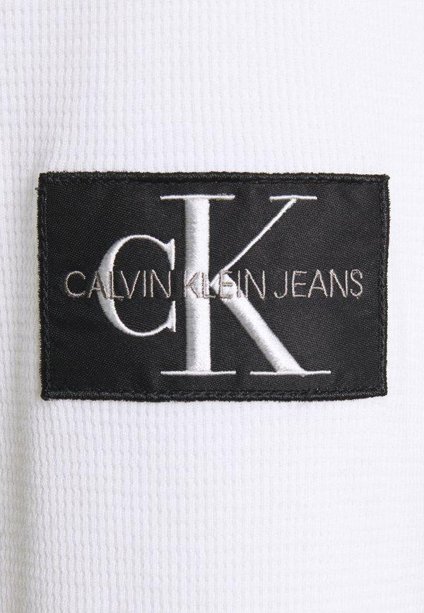 Calvin Klein Jeans WAFFLE MONOGRAM SLEEVE SLIM - Bluzka z długim rękawem - bright white/biały Odzież Męska PDYM