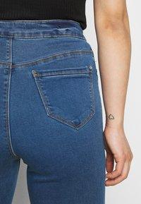 Missguided Petite - VICE HIGHWAISTED SLASH KNEE - Jeans Skinny Fit - blue - 4