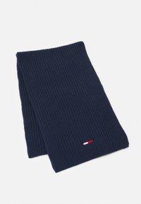 Tommy Jeans - BASIC SCARF BEANIE SET   - Šála - twilight navy - 1