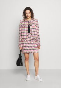 KARL LAGERFELD - HOUNDSTOOTH BOUCLE JACKET - Blazer - pink - 1