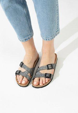 CLEO - Slippers - grey