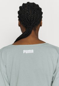 Puma - PAMELA REIF X PUMA COLLECTION OVERLAY CREW - Top s dlouhým rukávem - quarry