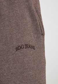 BDG Urban Outfitters - JOGGER UNISEX - Shorts - nut brown - 4