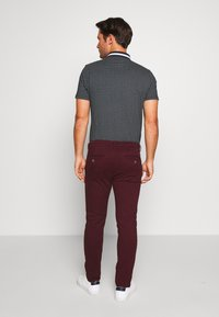 Burton Menswear London - Chinot - burg - 2