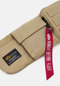 Alpha Industries - CREW UTILITY BAG UNISEX - Bum bag - sand - 3