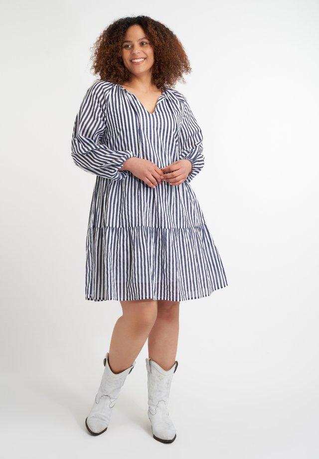 MET STREPEN - Korte jurk - multi aqua blue