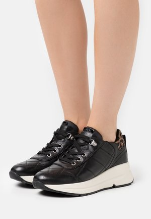 BACKSIE  - Trainers - black/tobacco