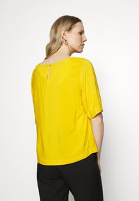TOM TAILOR - BLOUSE - Blůza - deep golden yellow - 2