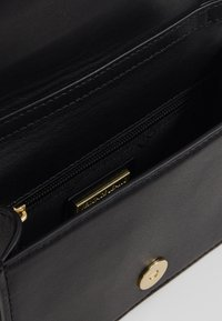 Versace Jeans Couture - BELT BAG BUCKLE - Gürteltasche - nero - 3