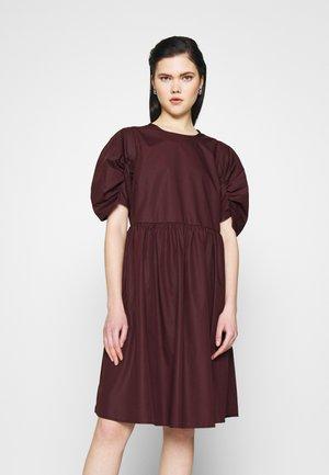 YASPHOMMA DRESS  - Denní šaty - winetasting