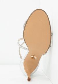 Buffalo - MAKAI - Sandály na vysokém podpatku - silver - 6