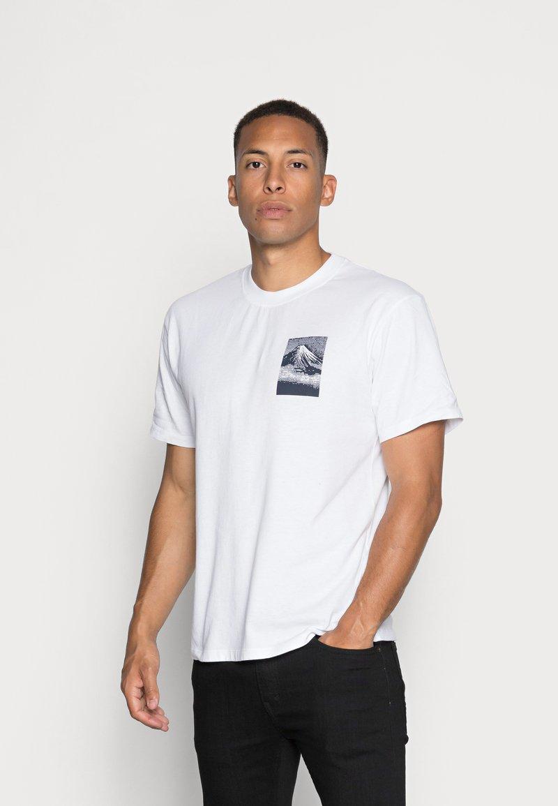 Edwin - FROM FUJI  - Print T-shirt - white