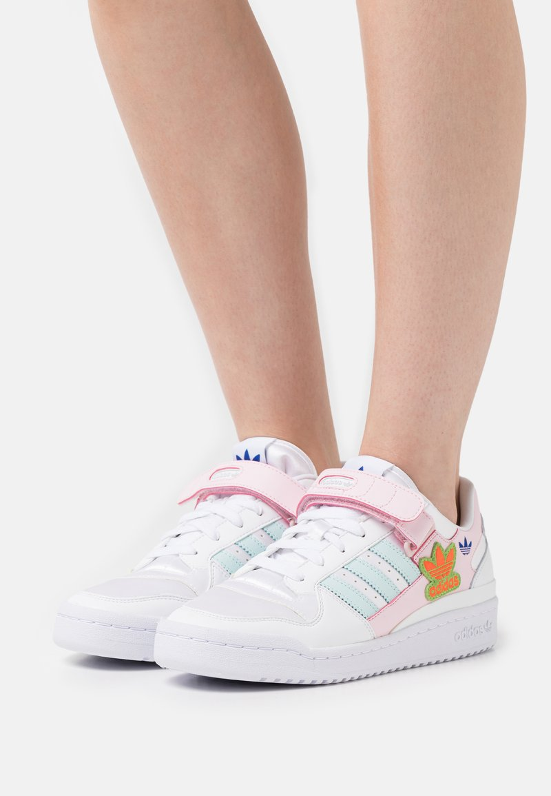 adidas Originals - FORUM LOW ORIGINALS SNEAKERS SHOES - Trainers - footwear white/clear pink/halo mint