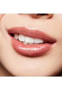 MAC - LIPGLASS - Lip gloss - but ain't got no manners - 3