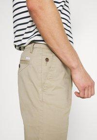 TOM TAILOR - BERMUDA - Shorts - chinchilla - 6