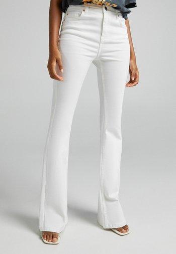 FIVE-POCKET-DESIGN  - Jeans bootcut - white