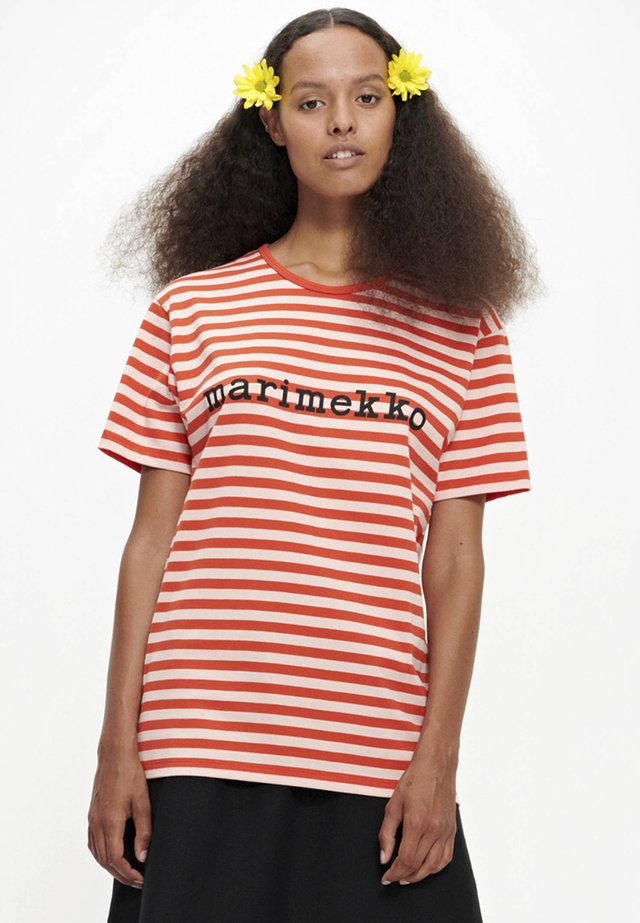 LYHYTHIHA - T-shirt con stampa - orange/peach
