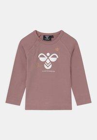 Hummel - ALMA UNISEX - Langærmede T-shirts - woodrose - 0