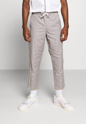 JJIACE JJJOHN JJPANT CHECK - Pantalon classique - white
