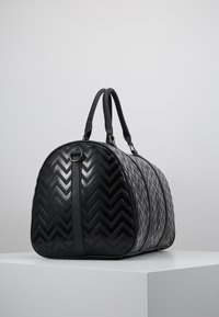 Valentino by Mario Valentino - NUTRIA EMBOSSED WEEKENDER - Sac week-end - nero - 4