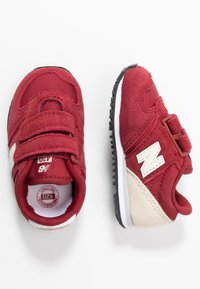 New Balance - IV420YY - Sneakersy niskie - scarlet - 0