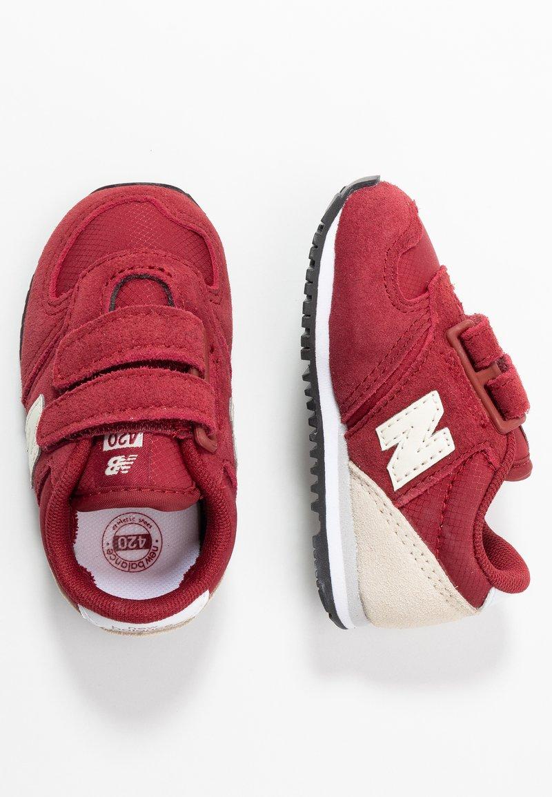 New Balance - IV420YY - Sneakersy niskie - scarlet