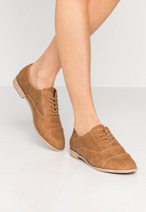 JOLIAN - Šněrovací boty - beige