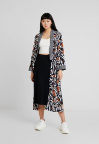 Weekday - DARIA KIMONO - Summer jacket - white/dark blue - 1