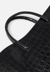 Little Liffner - OPEN TULIP MEDIUM - Handbag - black - 5