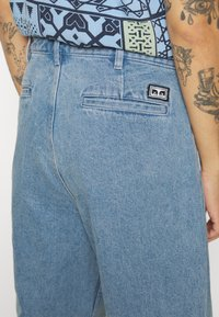 Obey Clothing - FUBAR PLEATED BULL - Straight leg jeans - light indigo - 6