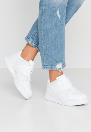 COURT SLAM - Baskets basses - white