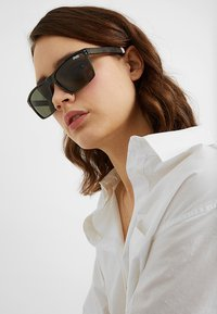 Superdry - YAKIMA - Sunglasses - khaki/black - 3