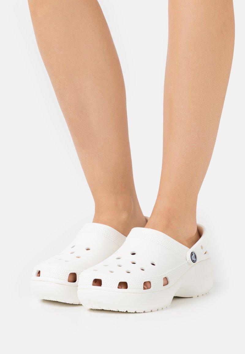 Crocs - CLASSIC PLATFORM  - Heeled mules - white